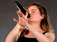 christine-and-the-queens-lowlands-2015-fotono_021