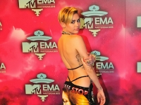 mtv_ema_2013_red_carpet_055